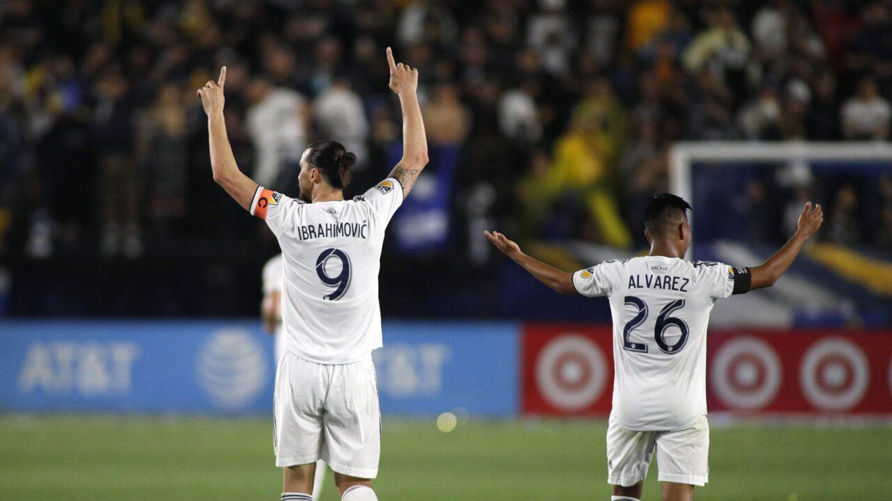 Efraín Álvarez y Zlatan Ibrahimivic en el Galaxy
