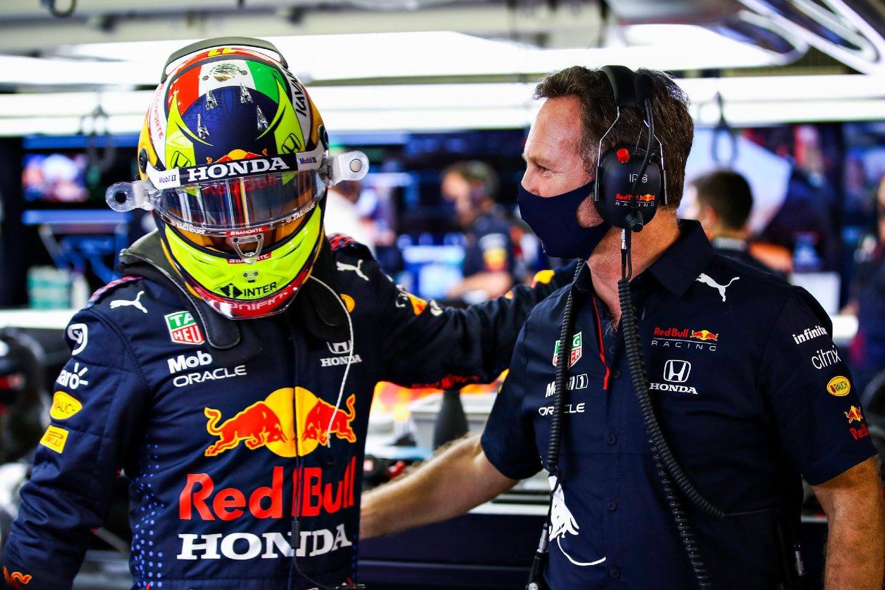 Checo Pérez entrenamiento Red Bull Racing