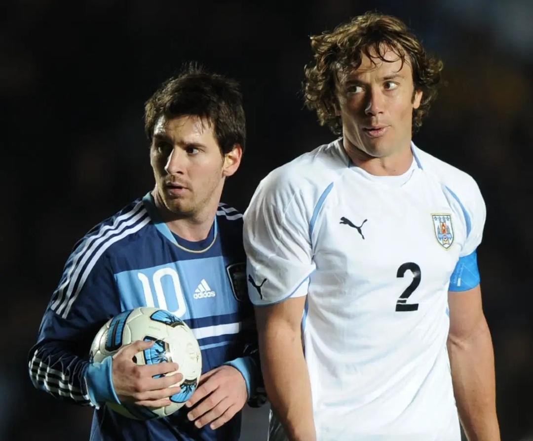 Diego Lugano Messi mundiales campeones Uruguay