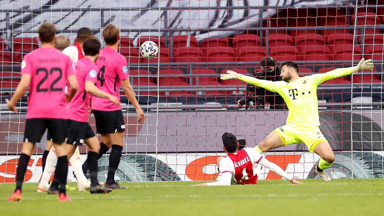 Edson Álvarez mete gol en empate de Ajax