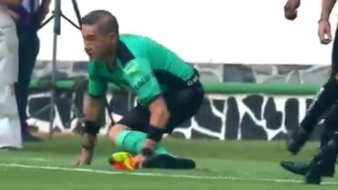 Árbitro se lesiona en el partido de Atlas contra Tigres