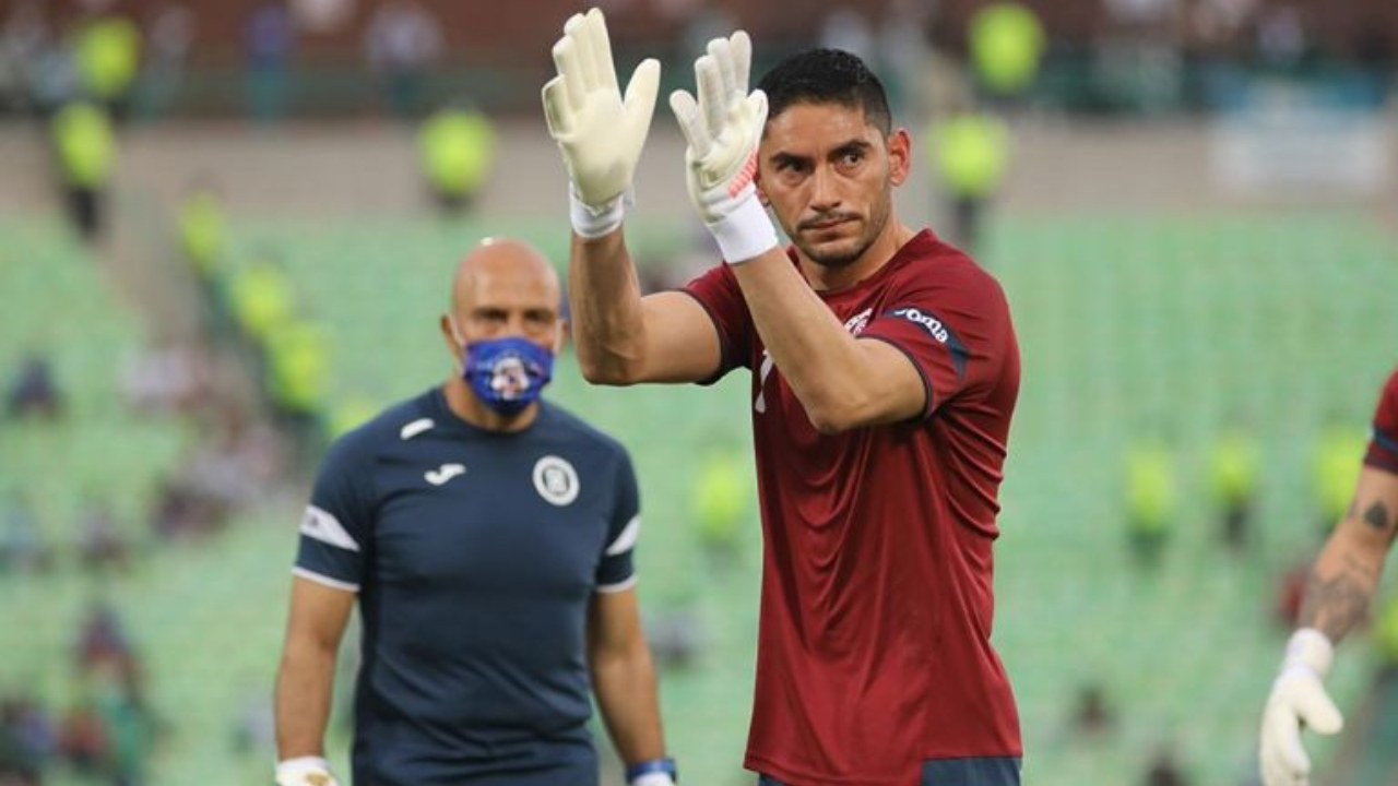 Corona gesto a Roberto ALvarado
