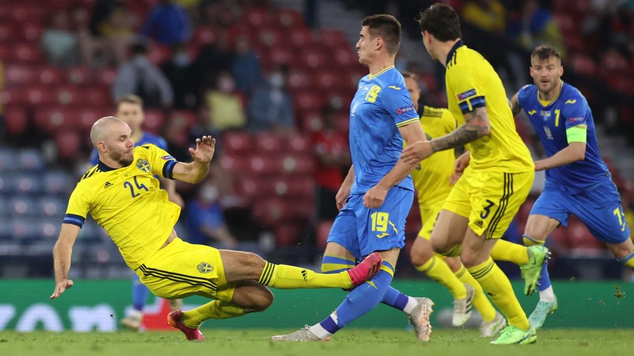 Eurocopa 2020: Así fue la terrible entrada de Marcus Danielson sobre Artem Besedin