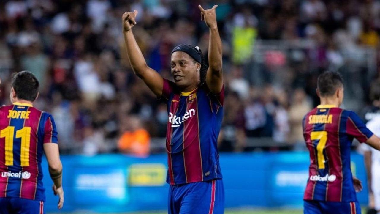 Barcelona vs Real Madrid gol Ronaldinho