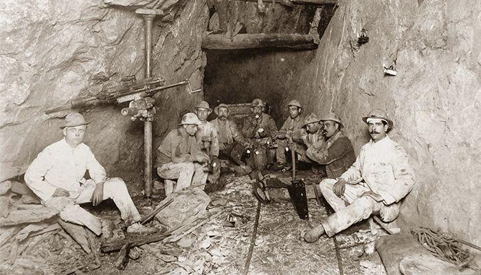 Mineros de la mina de los Quinientos