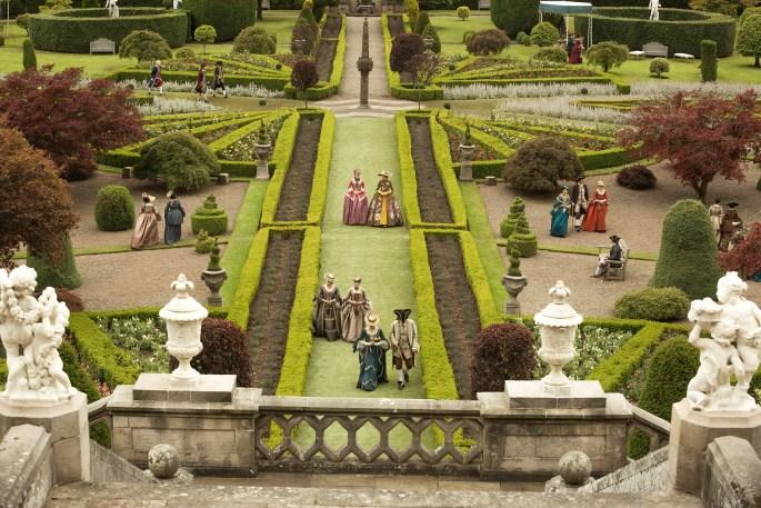 Outlander-2x05-Versalles