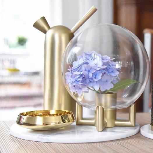 Hortensia gecombineerd met goud woonaccesoires