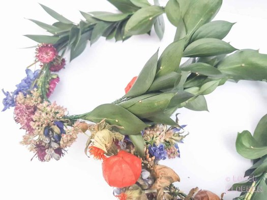 Bloemenkroon DIY met losse bloemen. Makkelijk met stappenplan bloomon recensie