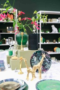 Trends &klevering goud jungle trend met gloriosa 2017 losse bloemen