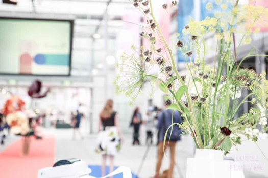 Binnenkomst showup 2017 met losse bloemen