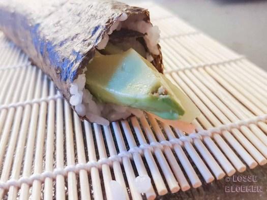 Zijkant sushirol lossebloemen. nl hoe maak ik plantaardige sushi stappenplan
