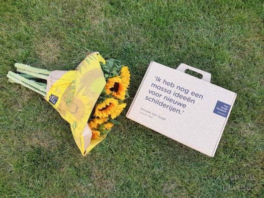 Zonnebloemen van gogh museum sunrichvangogh celebrate summer takiieurope - foto's lossebloemen.nl
