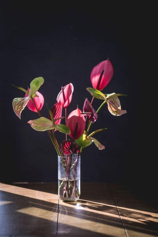 Anthurium snijbloem in vaas beeld: mooiwatbloemendoen.nl