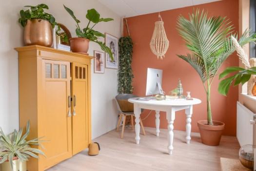 Kleur: Binti Orient op de werkplek muur.