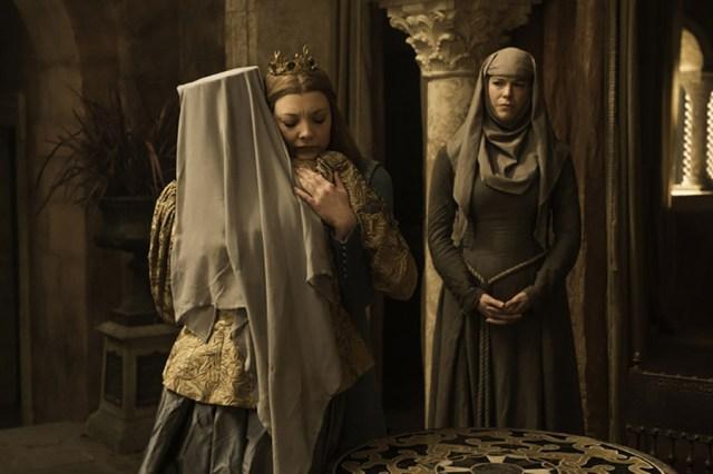 Diana Rigg como Olenna Tyrell, Natalie Dormer como Margaery Tyrell y Hannah Waddingham como Septa Unella. HBO.