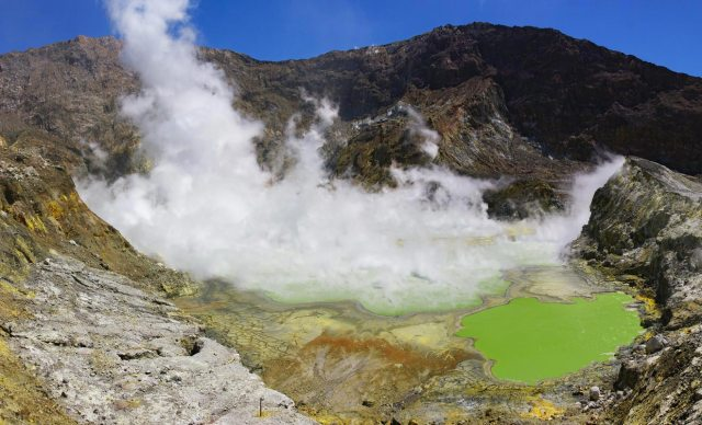 toxic-lake-of-the-crater