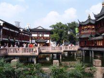 Zickzackbrücke zum Teehaus Huxinting