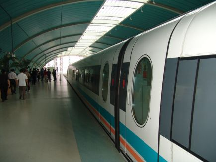 Maglev in der Longyang Road Station
