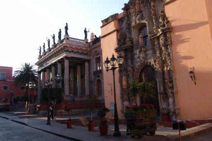 Templo de San Diego und Teatro Juárez