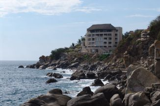 Fußweg entlang der Küste