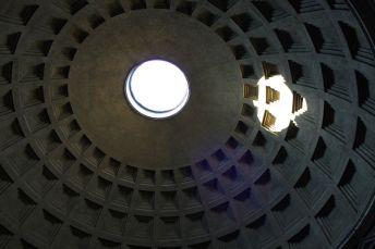 Blick durch das Opaion im Pantheon