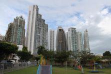 Blick auf die Hochhäuser an der Küste
