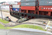 """Elektrische Lokomotiven - """"Mulas"""" - halten die riesigen Schiffe auf Kurs"""