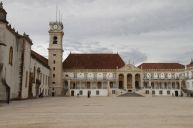 Universidade Velha, die alte Universität mit Uhrenturm