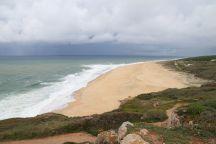 Blick auf den Strand von Nazaré