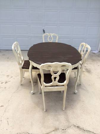 Painting-Furniture-With-Chalk-Paint-brown-table