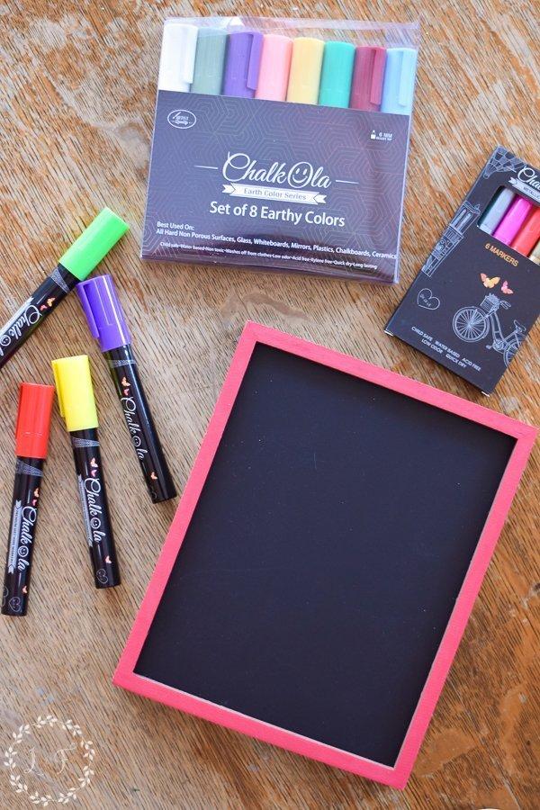 easy-diy-christmas-chalkboard-with-chalkola-arts-chalk-pens