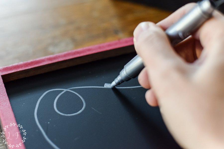 easy-diy-christmas-chalkboard-with-chalkola-arts-chalk-pens-5