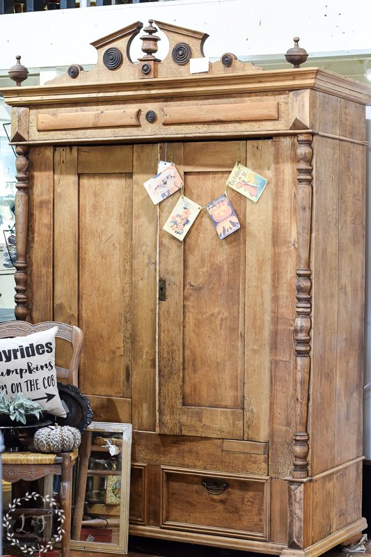fall antique booth displays 6