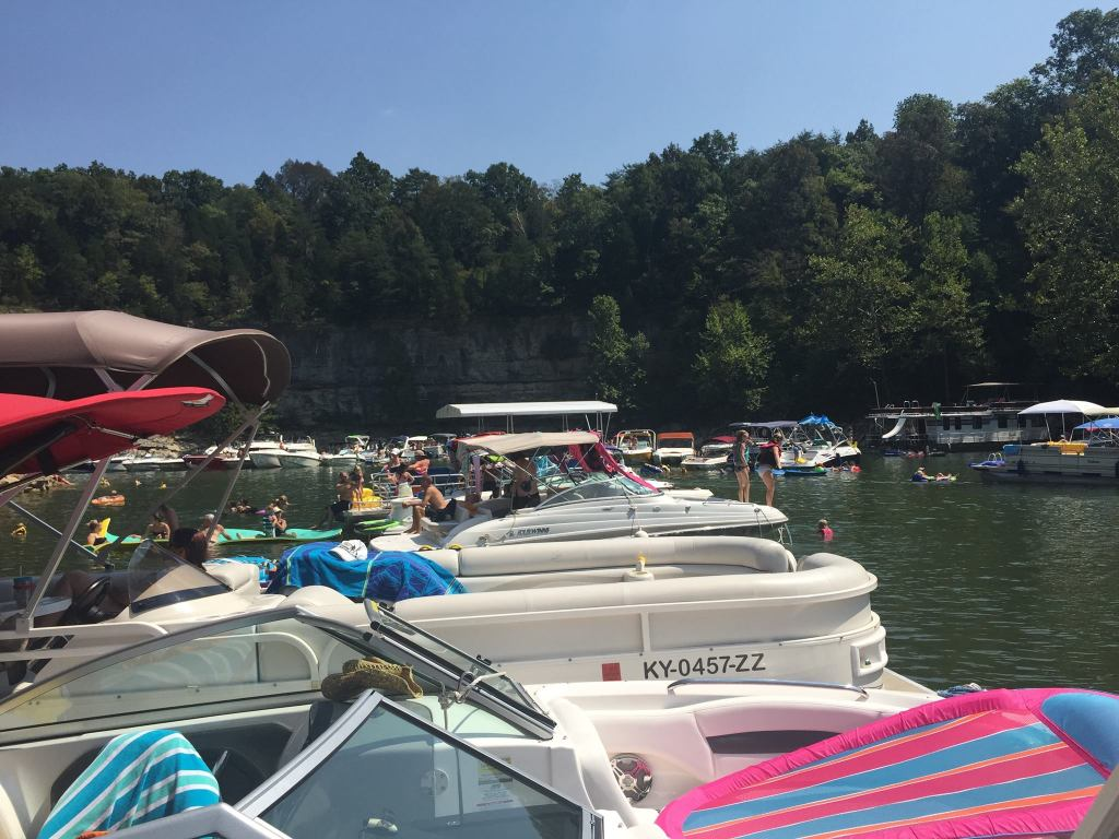 Only 2 miles from the Lost Lodge, Burnside Marina Boat Rentals give you direct access to beautiful Lake Cumberland.