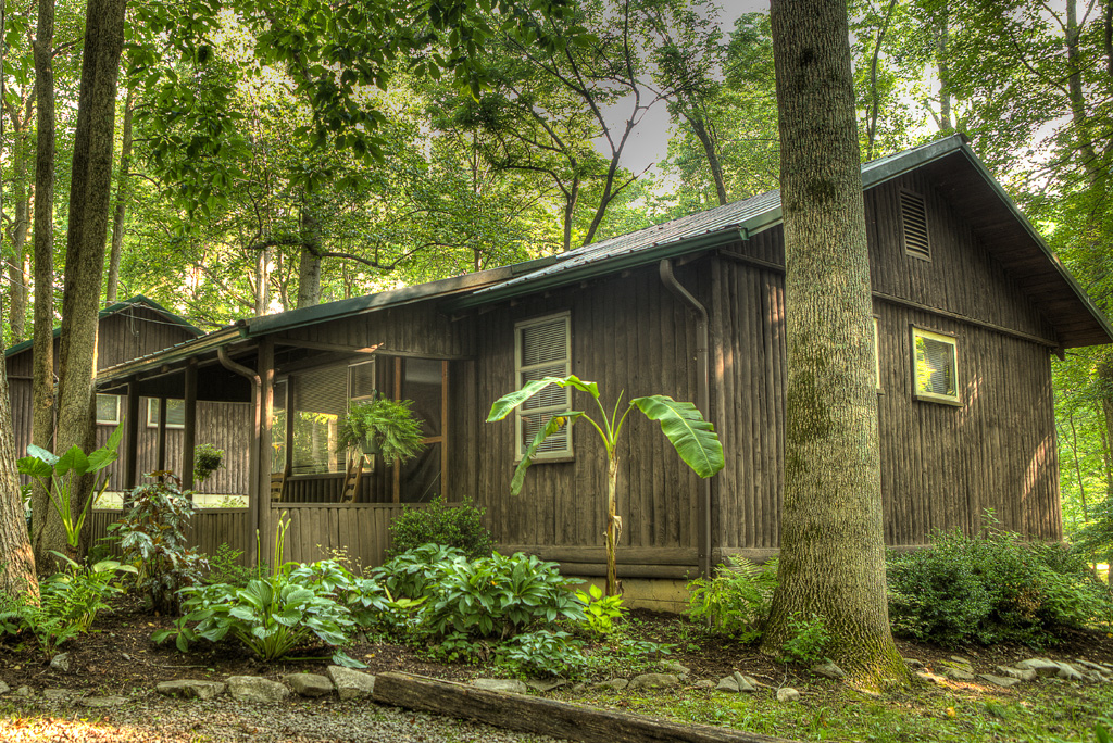 Looking for cabin rentals?  Get away from the hectic pace of everyday life at the Lost Lodge at Lake Cumberland.