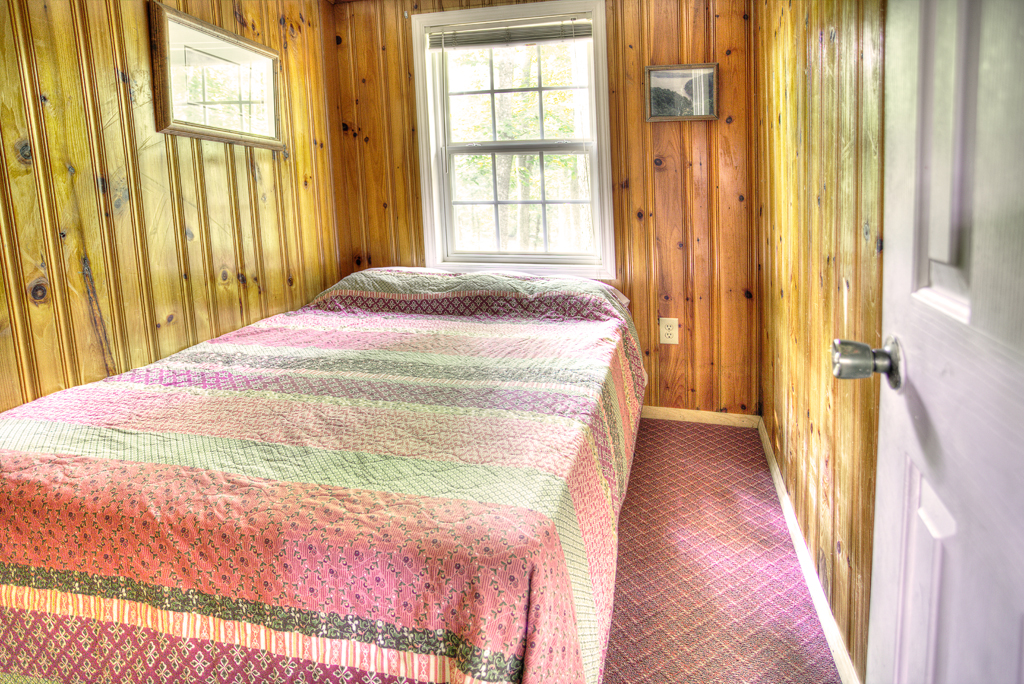 cabin-2-interior-bedroom1