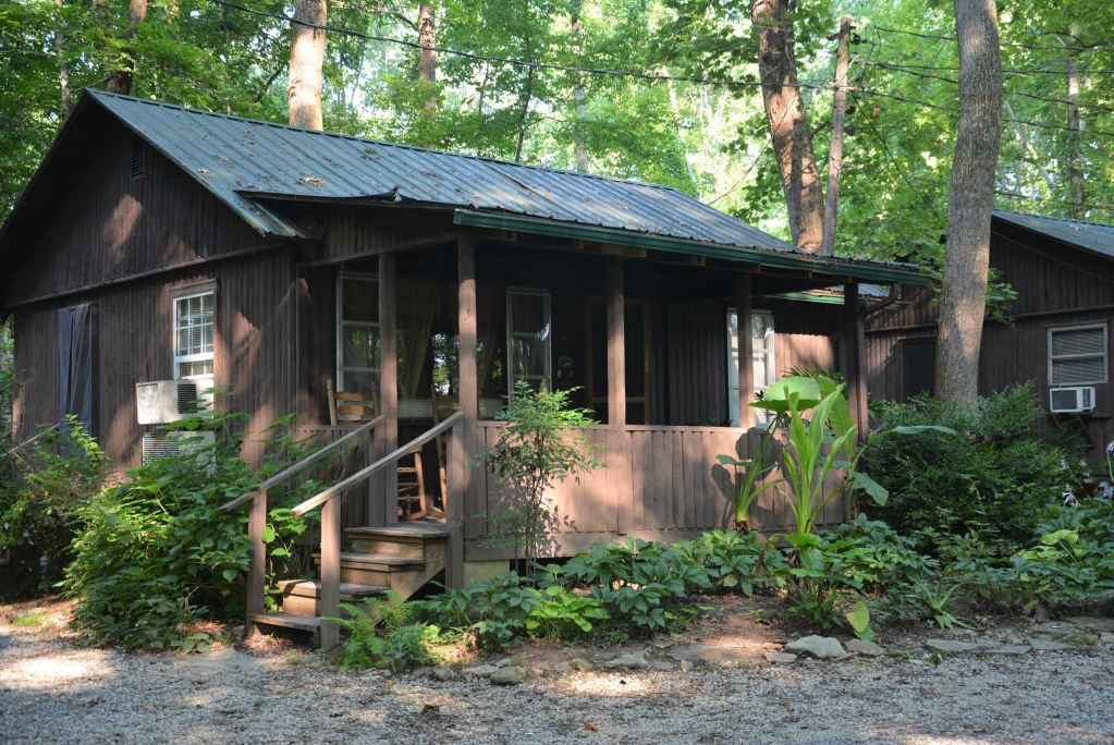 When you book a cabin rental at the Lost Lodge Resort, you're setting the scene for a wonderful time at Lake Cumberland.