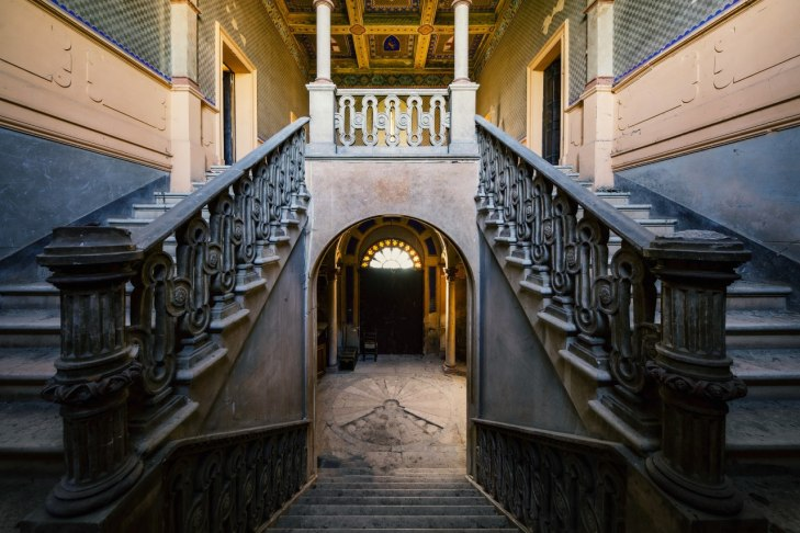earthquake stairs – picture