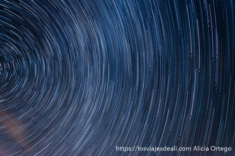 trazas de estrellas formando un semicírculo