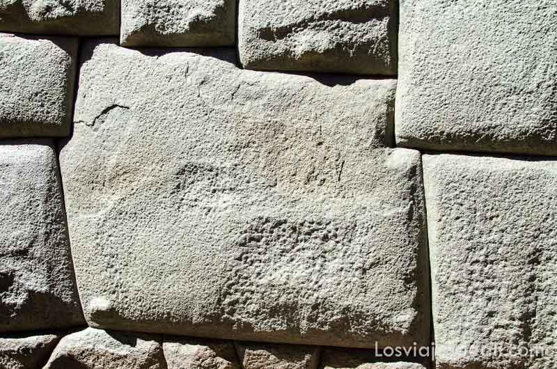 piedra inca de los doce ángulos