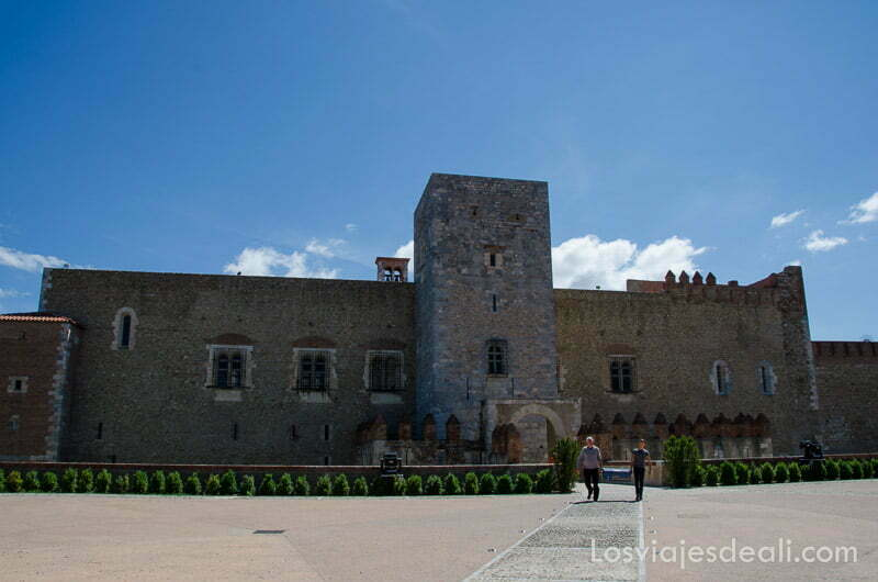 vista frontal del palacio de los reyes de mallorca