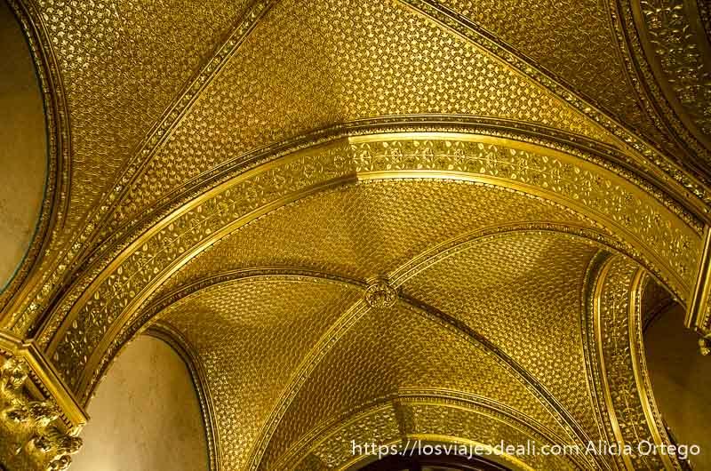 bóveda de crucería revestida de oro guía del budapest monumental