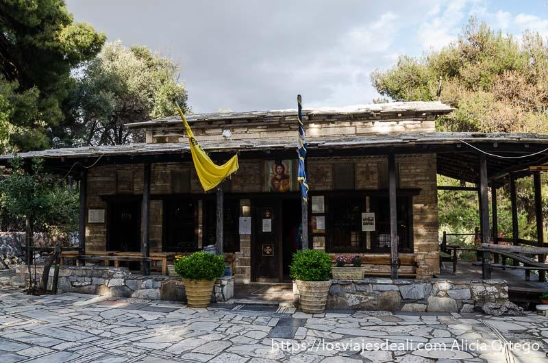 ermita ortodoxa cerca de la Acrópolis de Atenas y su  museo