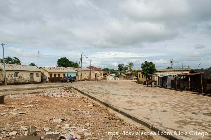pueblo de bafiló de calles anchas y muy limpias ruta por el interior de togo