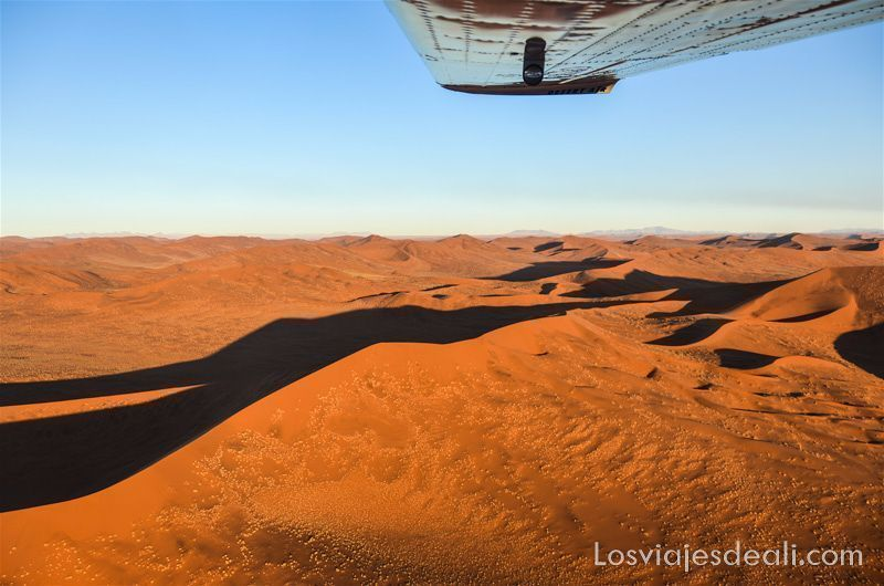desiertos del mundo: vuelo sobre el desierto de Namib al atardecer