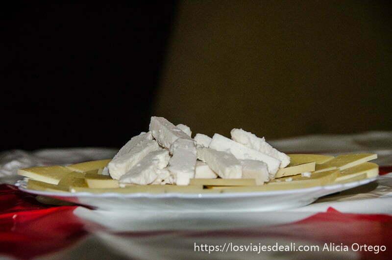 plato de quesos de cabra gastronomía extremeña