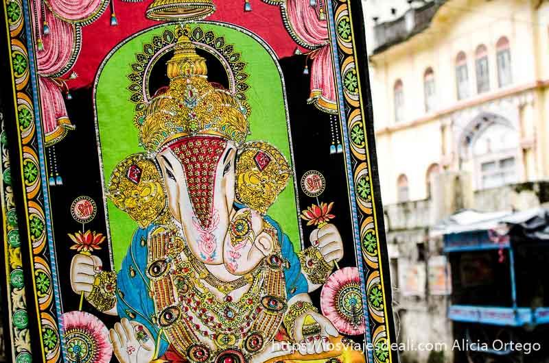cuadro de ganesh pintado de vivos colores en rishikesh