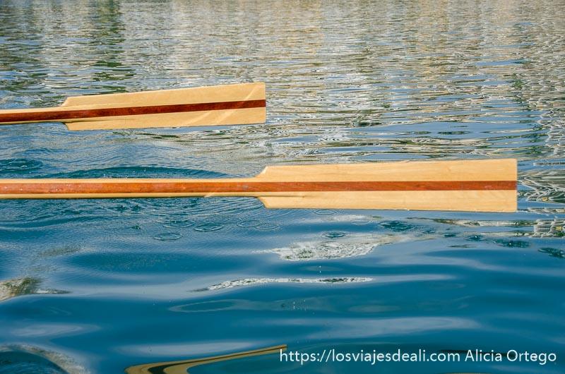 remos en horizontal suspendidos sobre el mar un fin de semana diferente en torremolinos