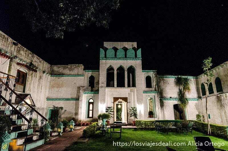 patio del hotel-palacio de Nalagarh