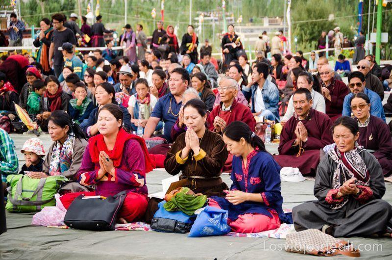 una conferencia del Dalai Lama público